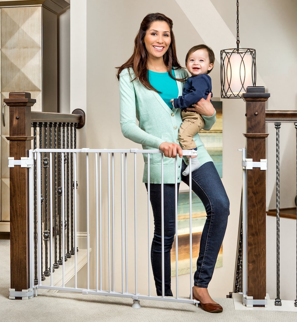 regalo top of stairs metal gate with mounting kit, regalo safety gate, best safety gates, safety gates, best baby gates for stairs, baby gates for stairs, metal safety gates