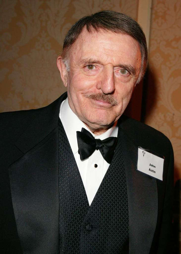 Batman actors alive, John Astin still alive, Ridder Age