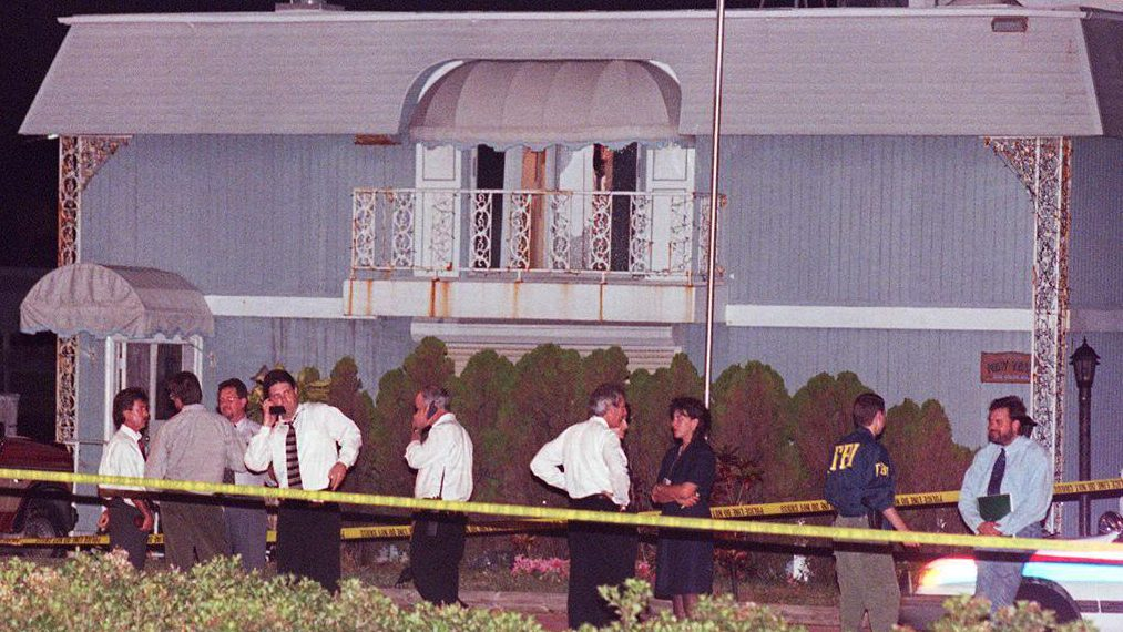 Gianni Versace Murder Photos From The Crime Scene Heavy Com