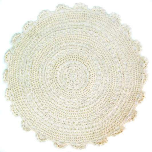round placemats, lace placemats