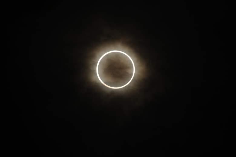 total solar eclipse definition, partial solar eclipse definition, total vs partial solar eclipse