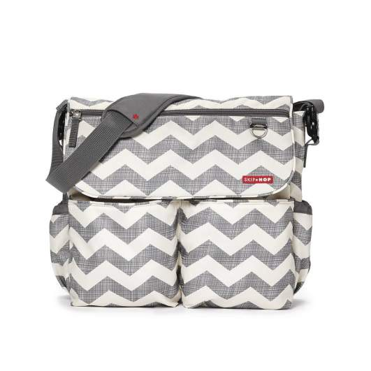 Skip Hop Dash Signature Messenger Diaper Bag (Chevron), skip hop diaper bag, canvas diaper bag, messenger diaper bag, chevron diaper bag, patterned diaper bag, best diaper bags, diaper bags, best diaper bags for new moms, diaper bags for new moms, gray and white diaper bag, affordable diaper bag