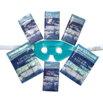 dead sea salt scrub packets with mask