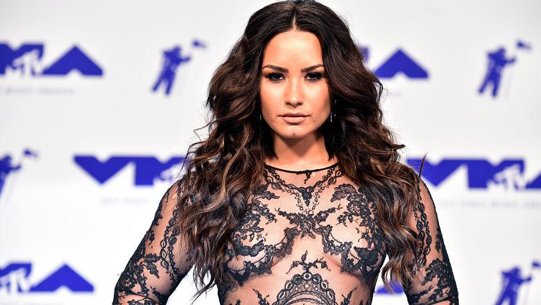 Demi Lovato lesbian