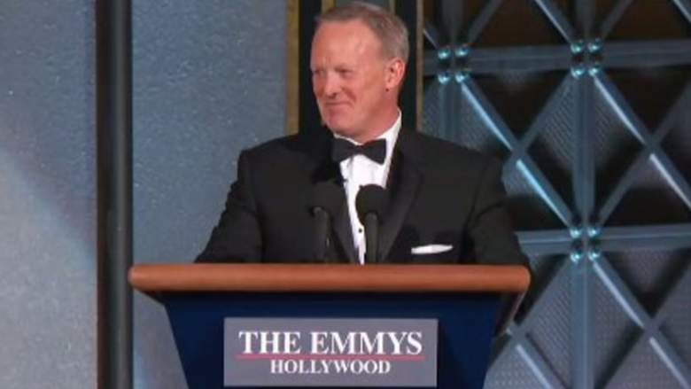 sean spicer emmys, melissa mccarthy reacts to sean spicer at emmys