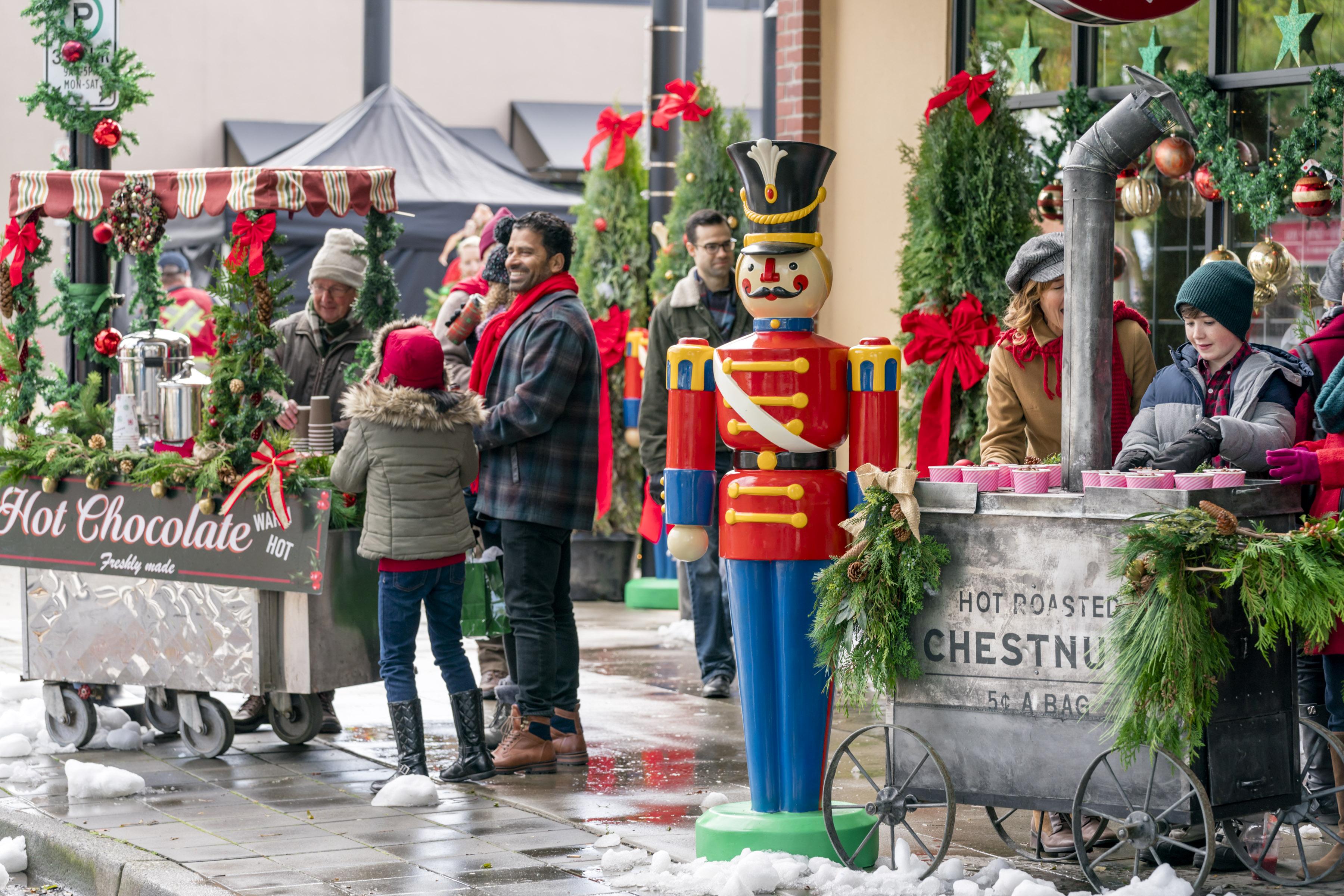 Hallmark S The Christmas Cottage Time Cast Photos Heavy Com