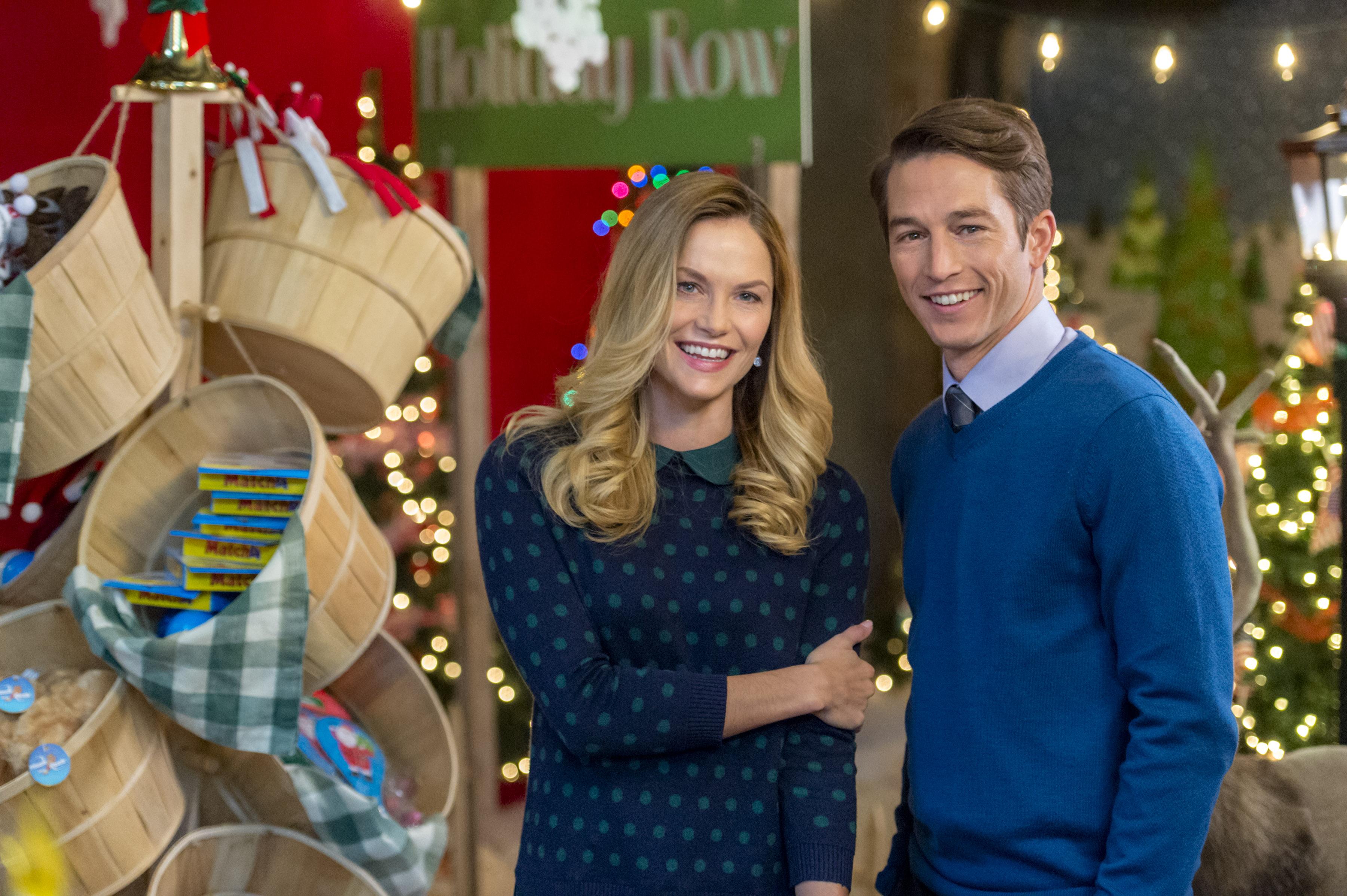 Hallmark's 'Sharing Christmas': Time, Cast, & Photos ...