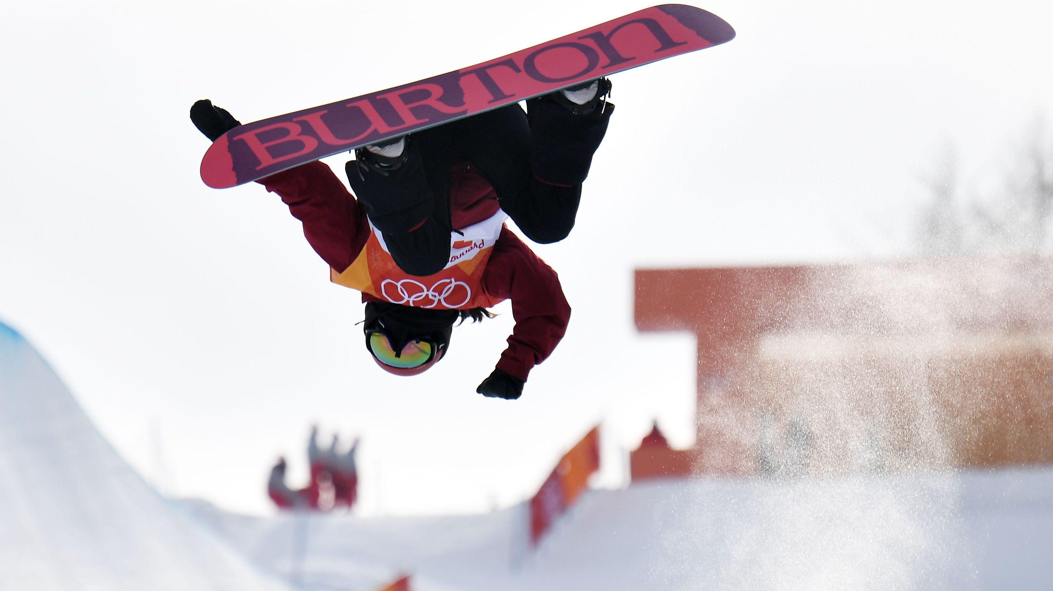 Halfpipe Snowboarding