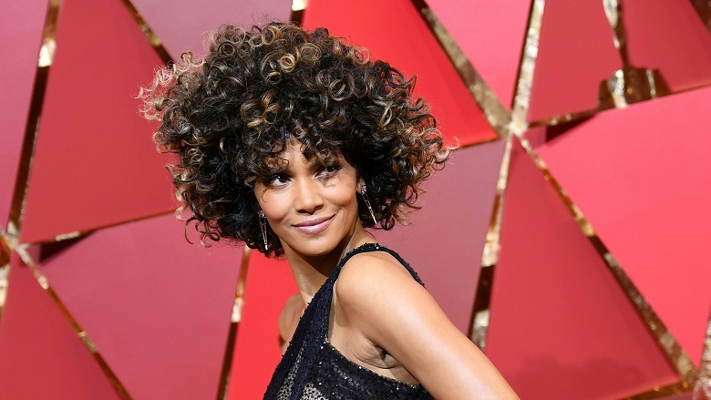 Halle Berry Red Carpet Photo, Oscars 2018 Red Carpet, Watch Academy Awards Red Carpet Online