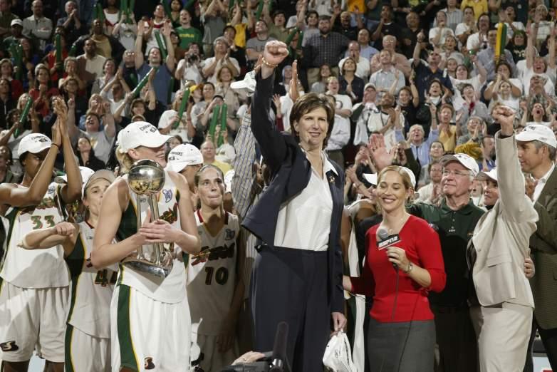 Anne Donovan celebrates a victory.