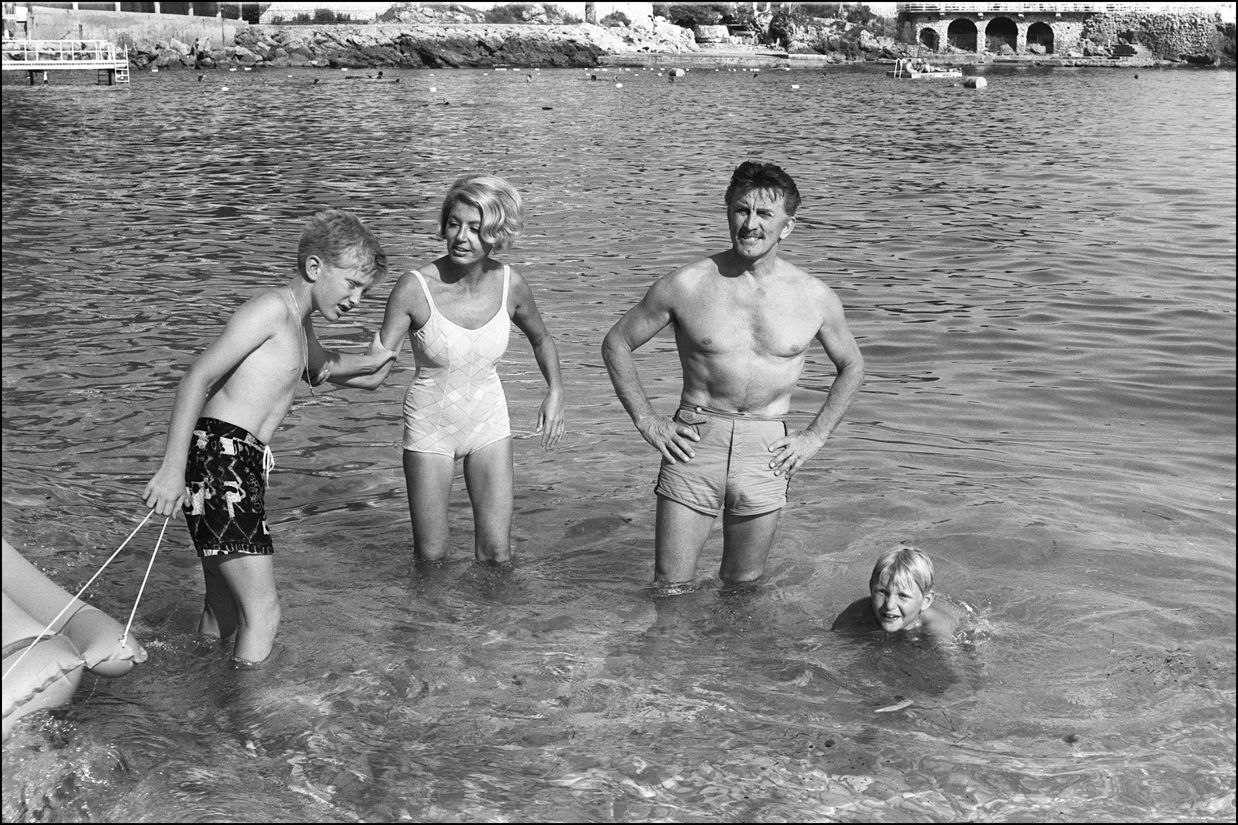 Kirk Douglas With Wife and Two Sons Eric and Peter, Eric Douglas, Kirk Douglas Dead Son