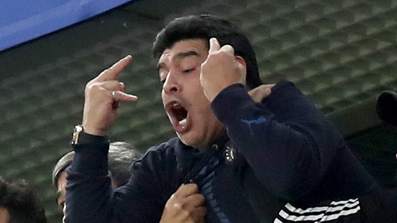 Maradona flips off Nigeria fans
