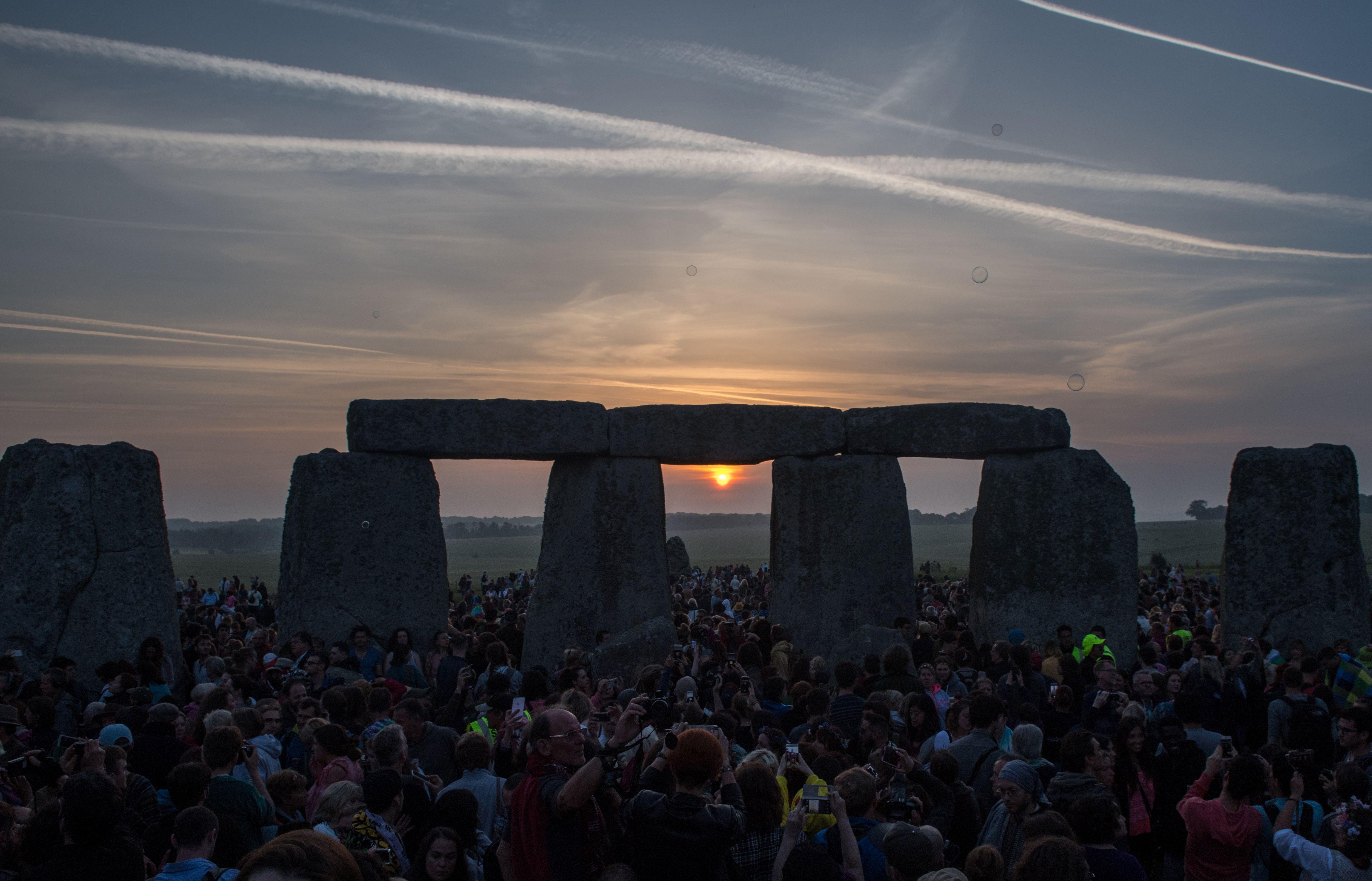 sun rising at stonehenge