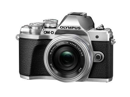 mirrorless travel camera
