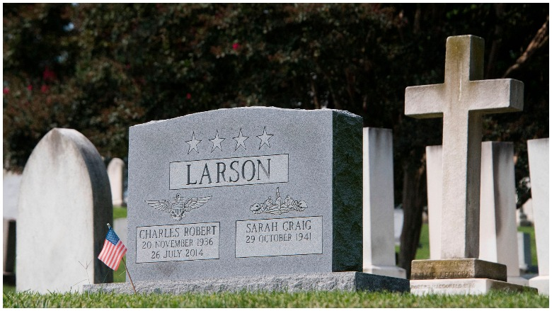 Senator McCain Will Be Laid to Rest Next to Best Friend from Naval Academy , John McCain chuck Larson