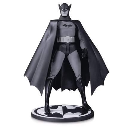 Entertainment Earth Batman Black & White 1st Appearance by Bob Kane Figure