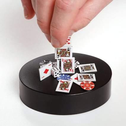 Magnetic poker set