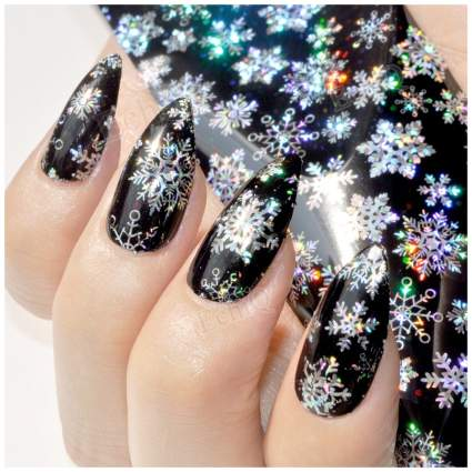 black nails with snowflakes