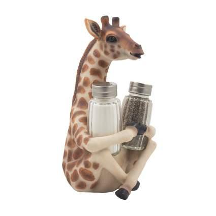 Giraffe figuring holding salt and pepper