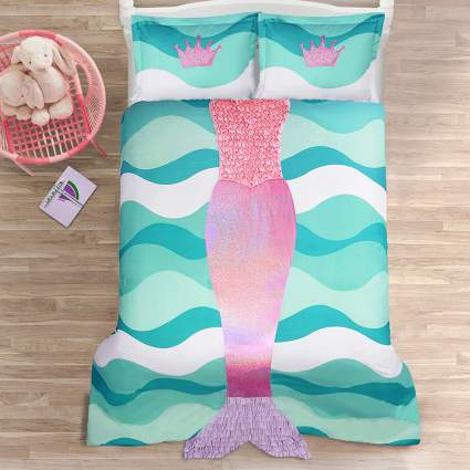 pink and green bedspread