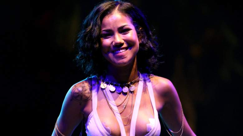 Jhene Aiko Performing at the 2014 Coachella Valley Music & Arts Festival (April 20,2014) [Aiko covers up huge Big Sean Portrait Tattoo]