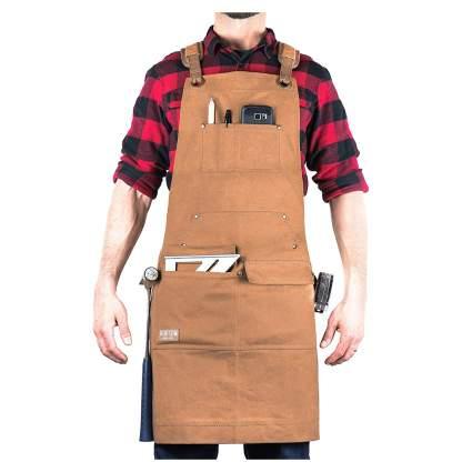 Man wearing tan work apron