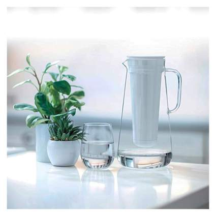 filtering glass water pitcher