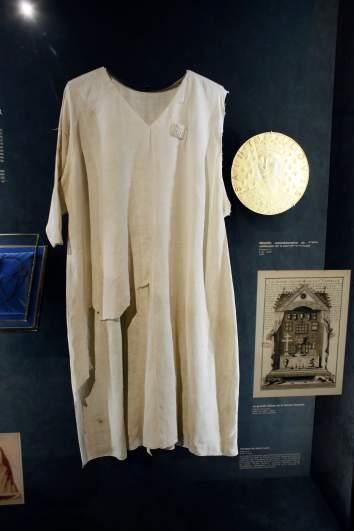 tunic of saint louis