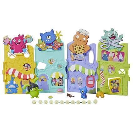 Hasbro Uglydolls Uglyville Unfolded Main Street Playset & Portable Tote, 3 Figures & Accessories