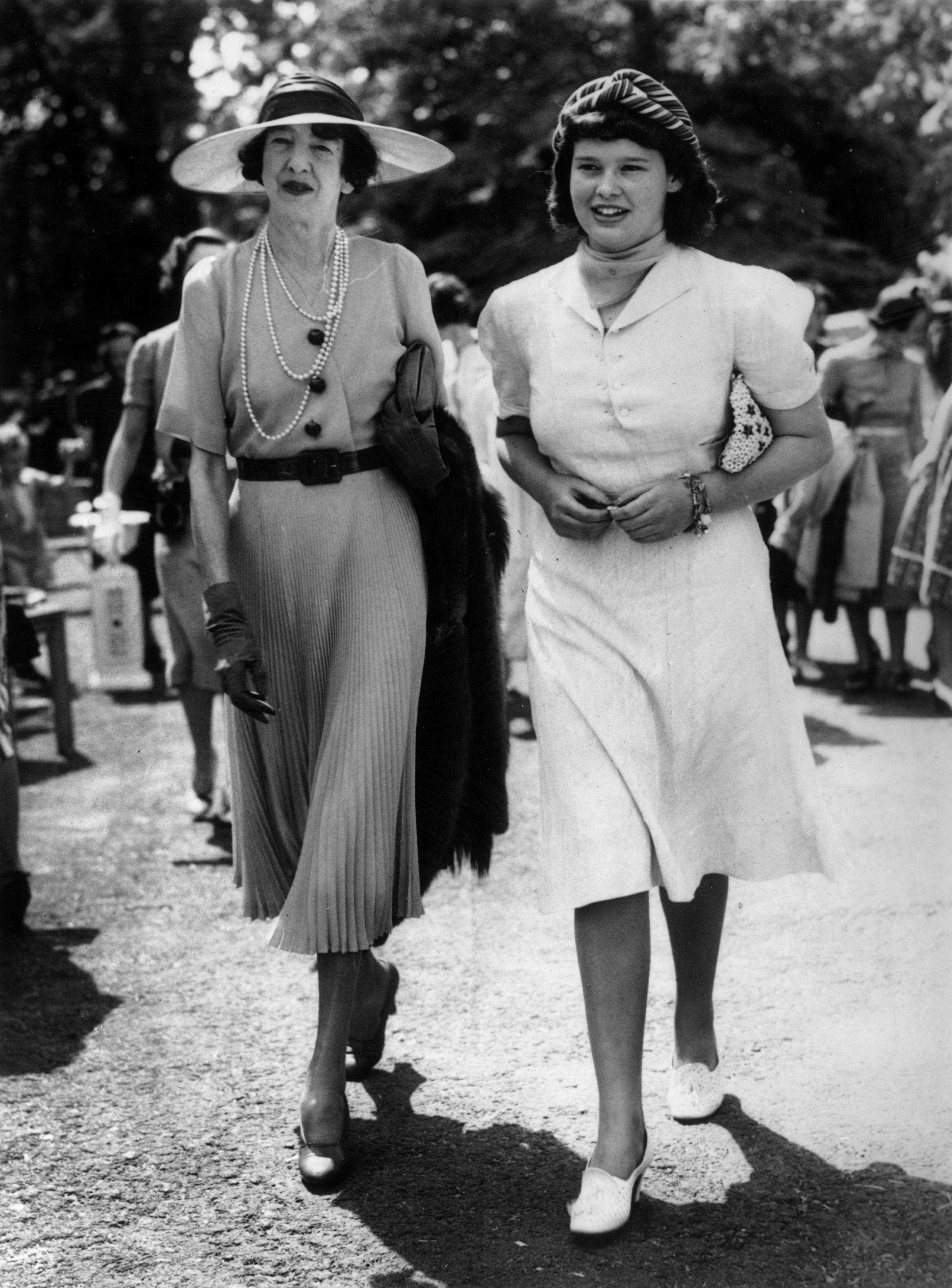 Gloria Vanderbilt with her aunt