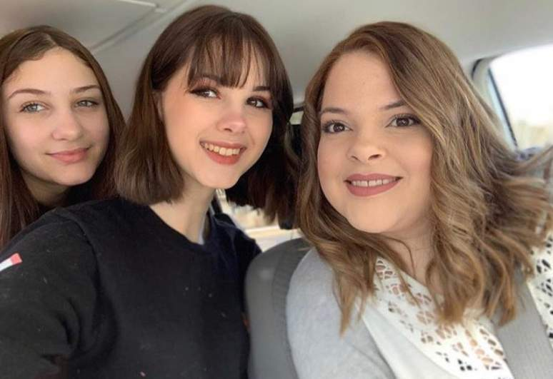 bianca devins with her mother and sister