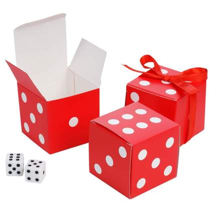 Gift boxes shaped like dice