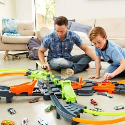 Hot Wheels Crash Track Set