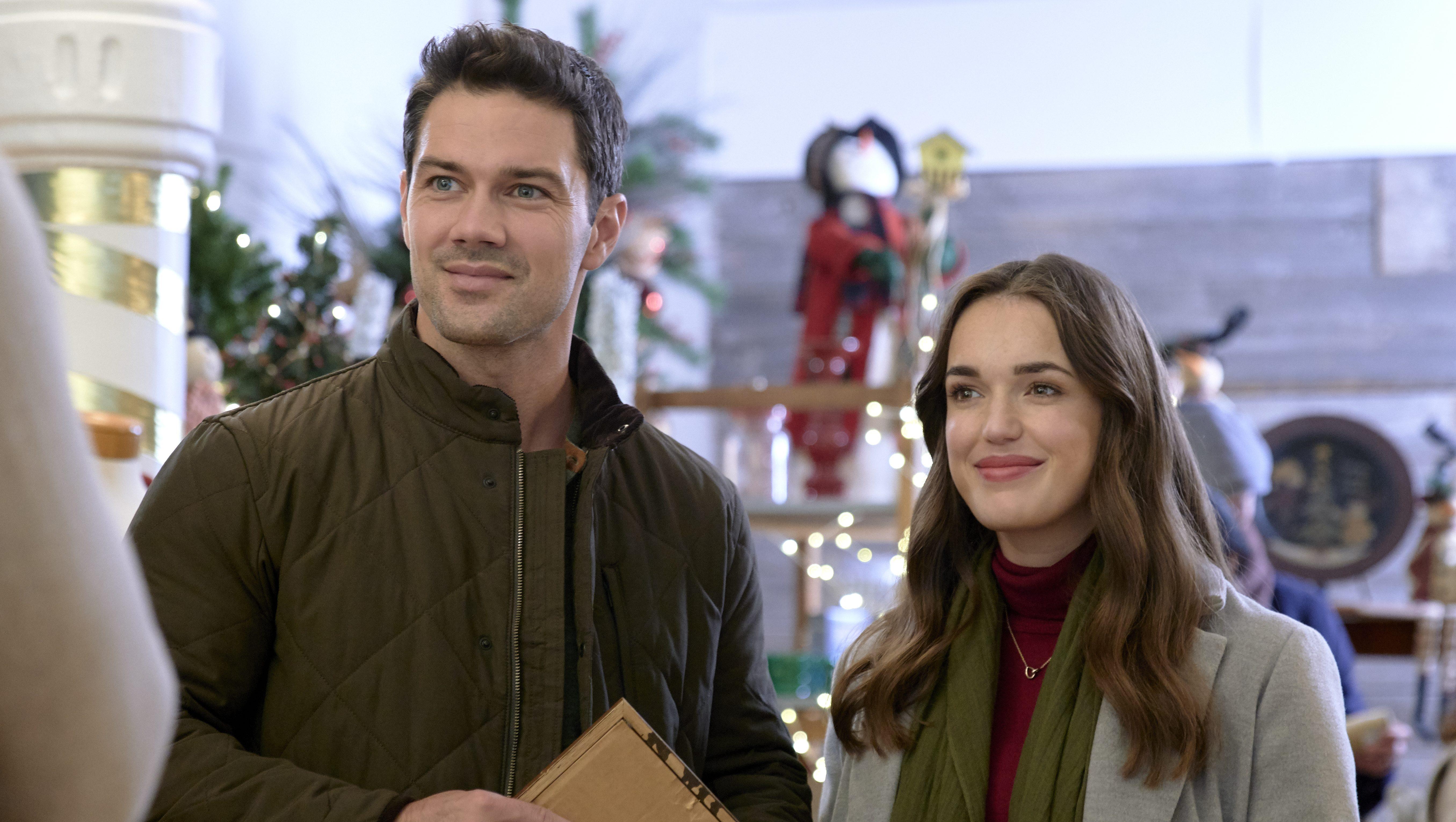 Hallmark S Christmas At The Plaza Where Filmed Cast Photos Heavy Com
