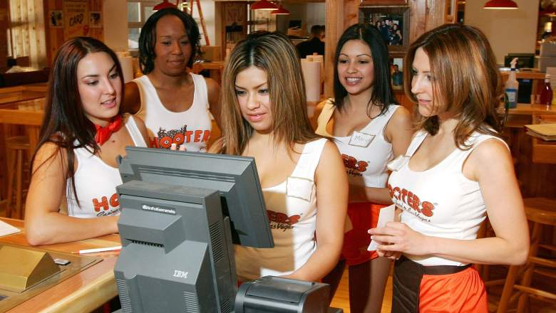 Hooters open or closed on Thanksgiving