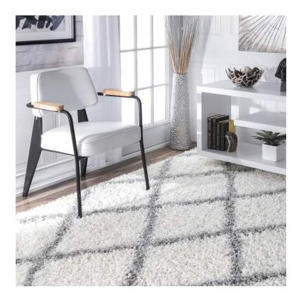 gray and white trellis pattern rug
