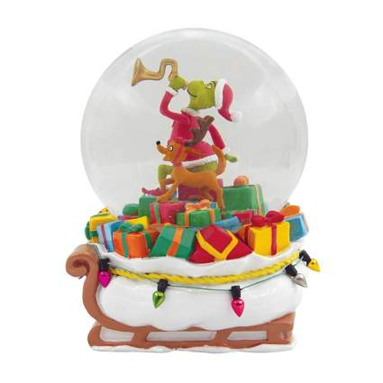 grinch delivering presents snow globe