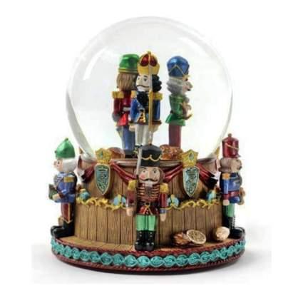 nutcraker soldiers snow globe