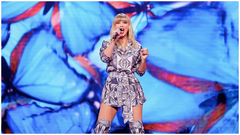 Is Taylor Swift Performing Old Songs At The Amas Tonight Heavy Com