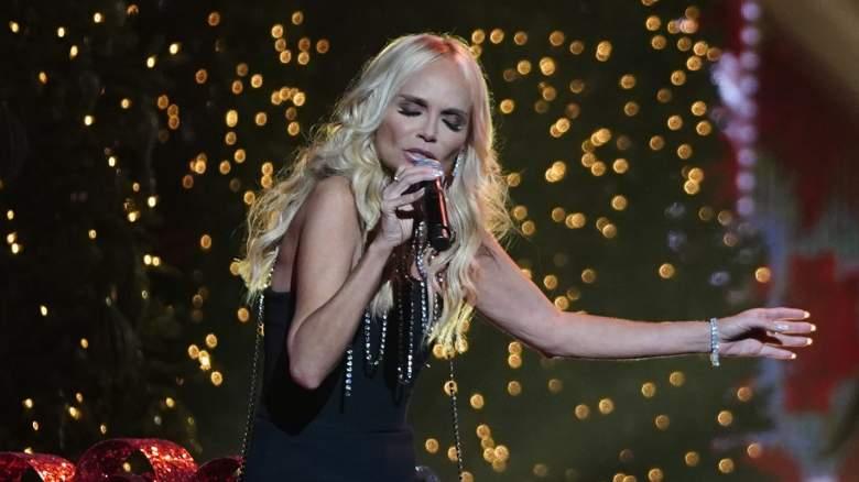Kristin Chenoweth CMA Country Christmas