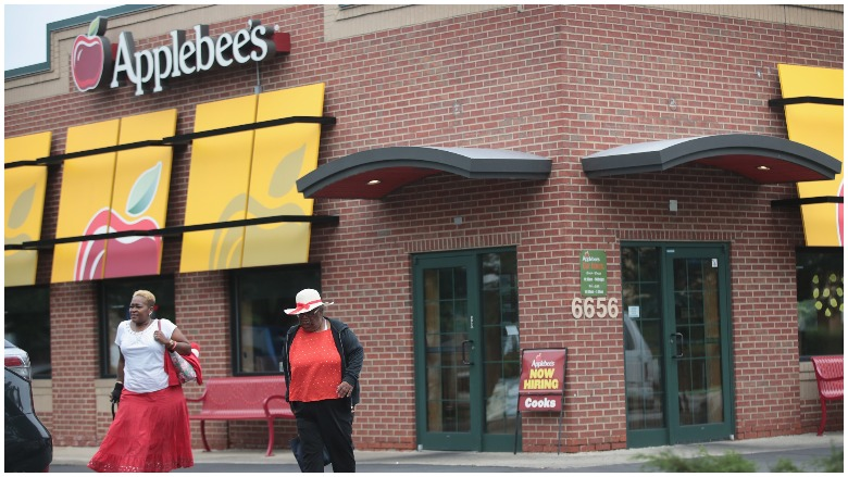 Is Applebees Open On Christmas Day 2020 Is Applebees Open on New Year's Eve & Day 2019 2020? | Heavy.com