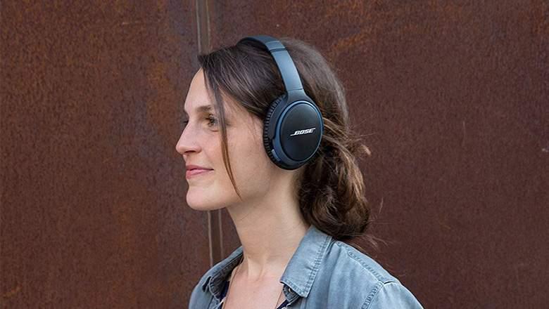 bose headphones and speaker cyber monday
