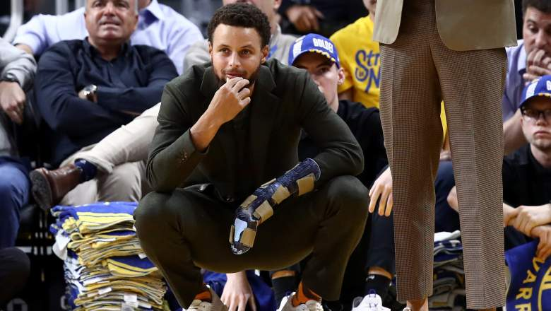 Warriors' Steph Curry, hand in a cast