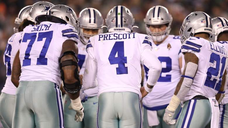 Dallas Cowboys offensive huddle