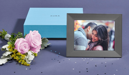 Aura Interactive Photo Frame