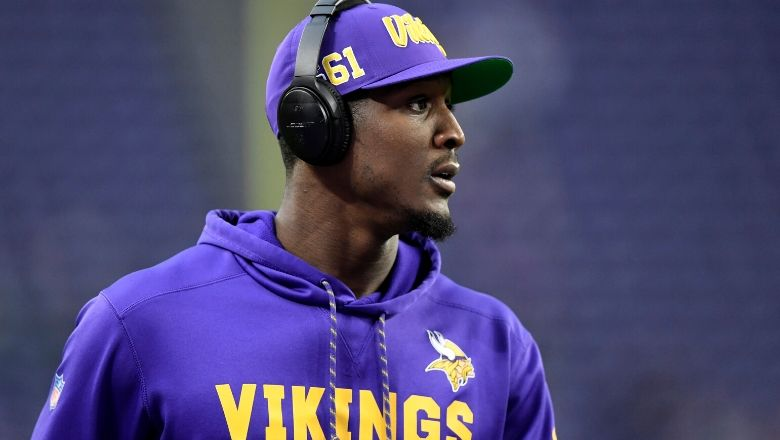 Xavier Rhodes Signs With Colts