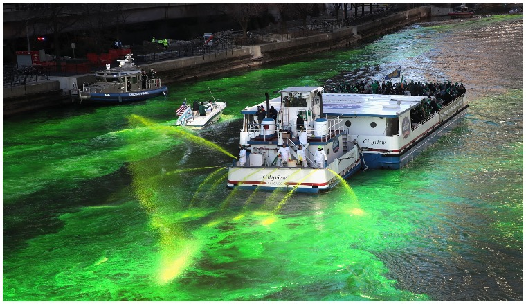 How do they dye the river green in chicago for st patricks day