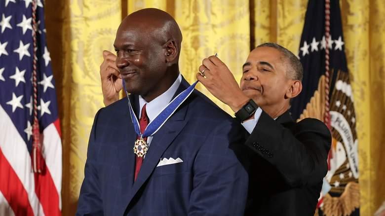 Michael Jordan, at left, gets the Medal od Freedom from Pres. Barack Obama