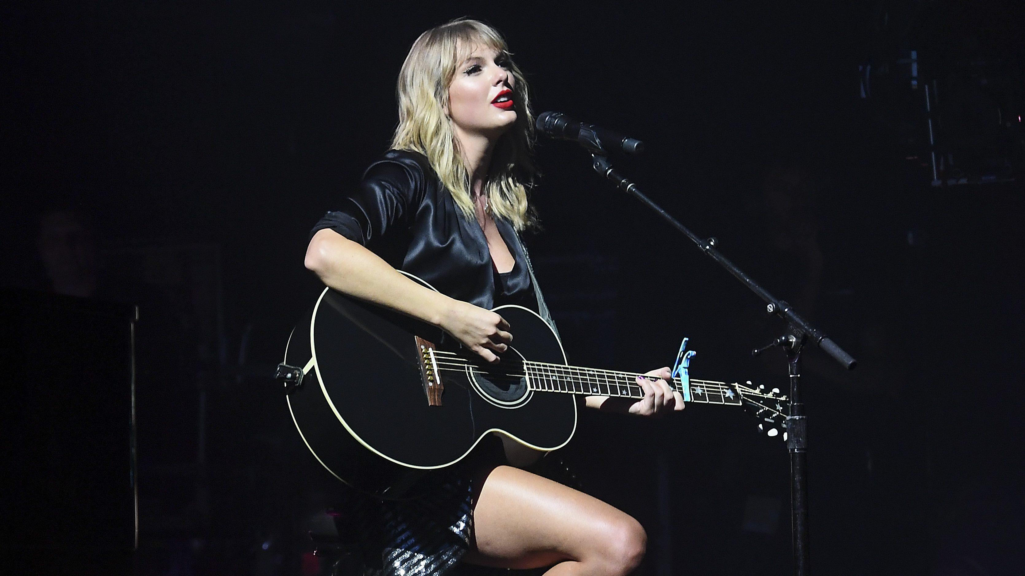 Taylor Swift Boyfriend Joe Alwyn Post Photos Of Quarantine Life Heavy Com