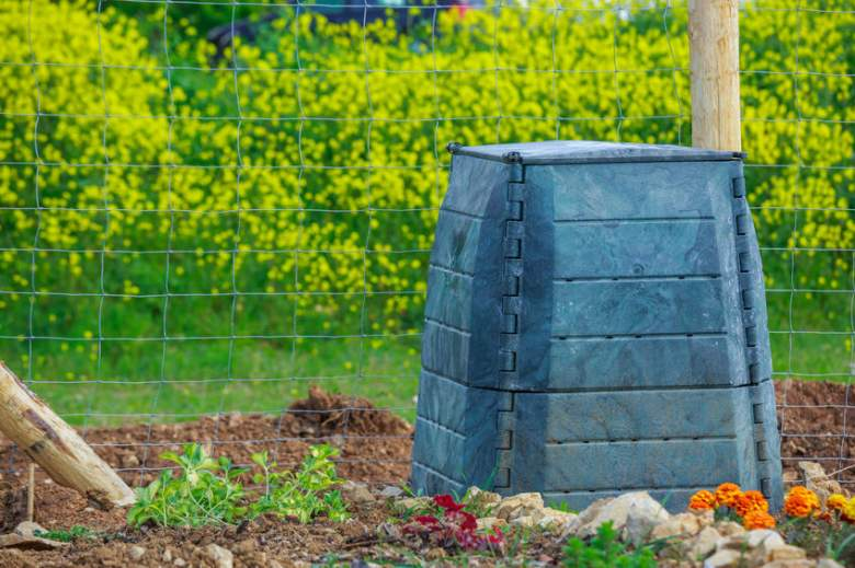 outdoor composting bins